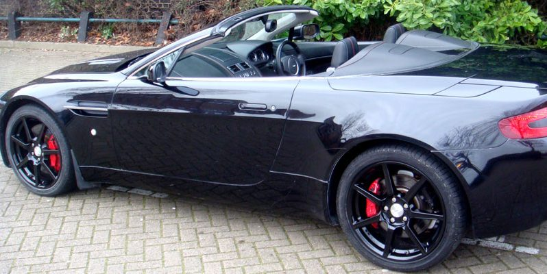 Aston Martin V8 Vantage Roadster Rental full